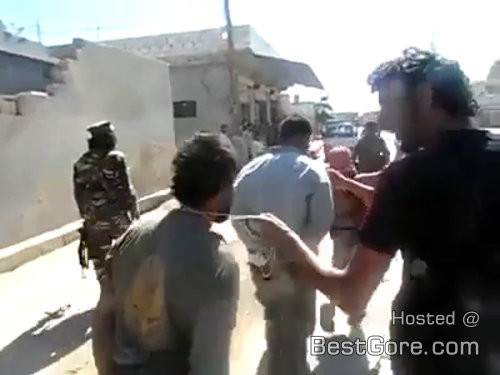 isis-lead-captive-syria-rebel-like-dog-execution-500x375