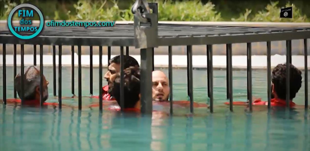 video-estado-islamico-isis-afoga-prisioneiros-gaiola-jaula