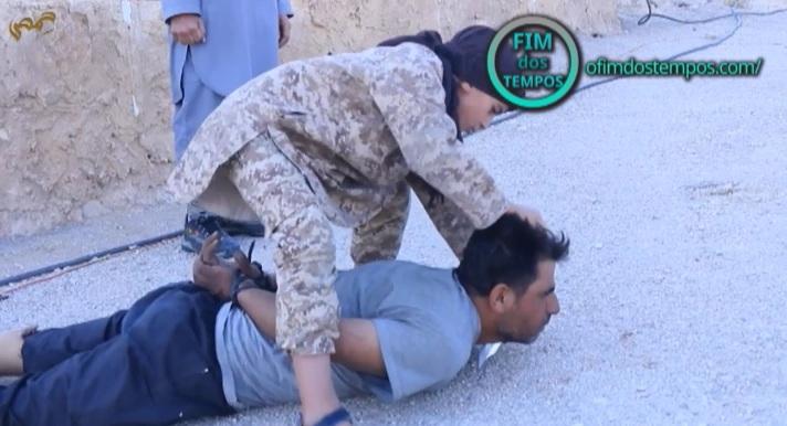 video-crianca-do-estado-islamico-decapita-capitao-do-exercito-da-siria