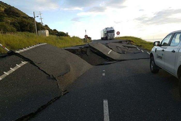 imagem-estrada-danificada-terremoto-nova-zelandia