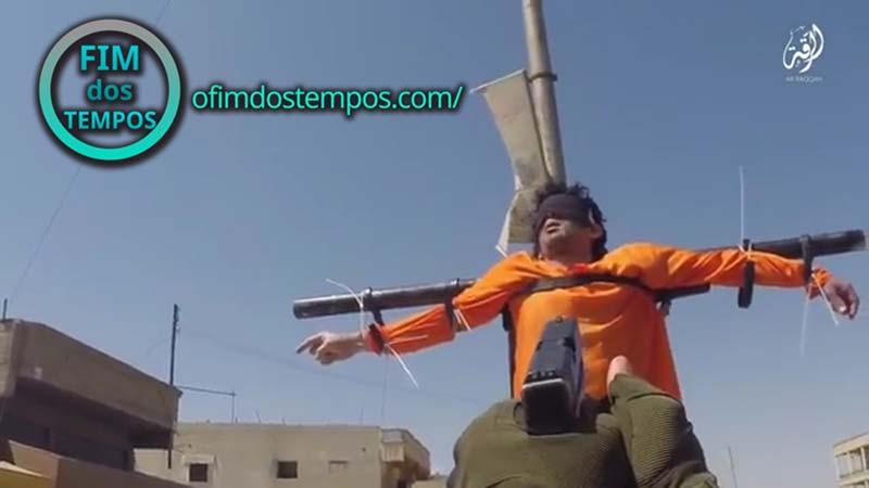 video-estado-islamico-mostra-execucoes-com-homens-crucificados-decapitacoes-e-execucoes-passadas-na-siria